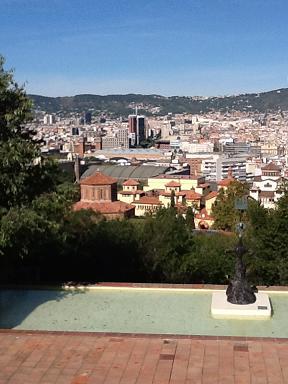 ミロのオブジェとカタルーニャの丘縮小.jpg