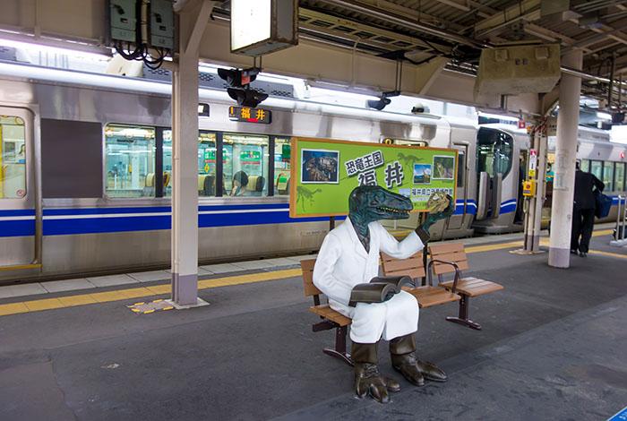 敦賀駅のホームにもいるよ.jpg